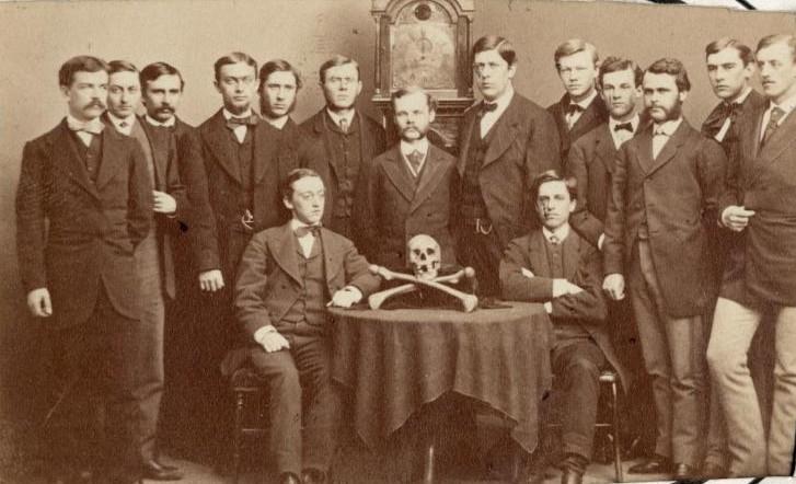 skull and bones sociedades secretas